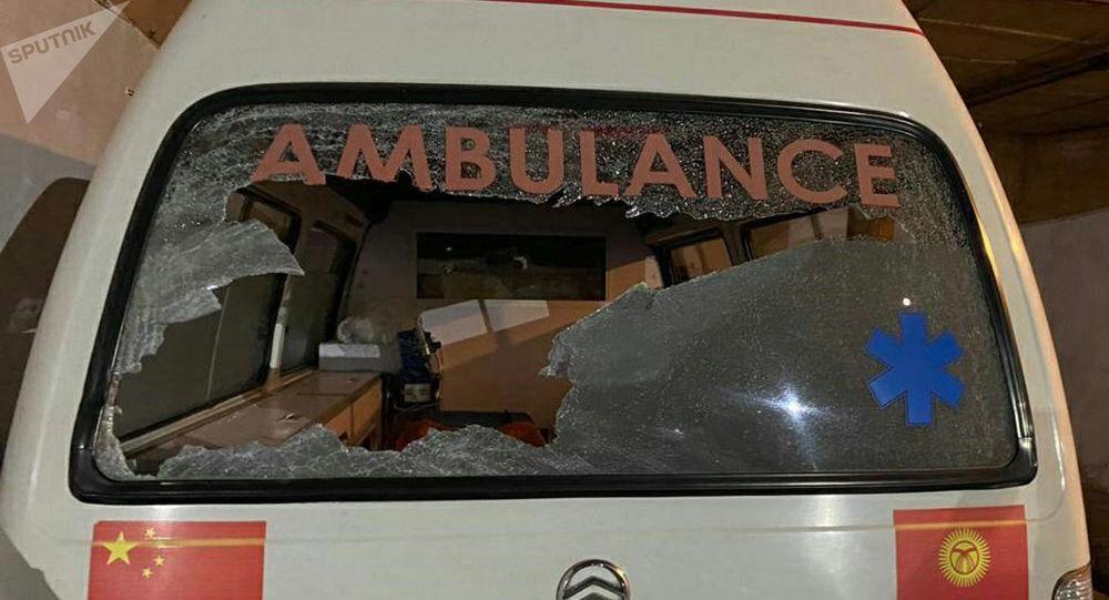 Карета скорой помощи, разбитая жителем Кара-Суйского района Ошской области