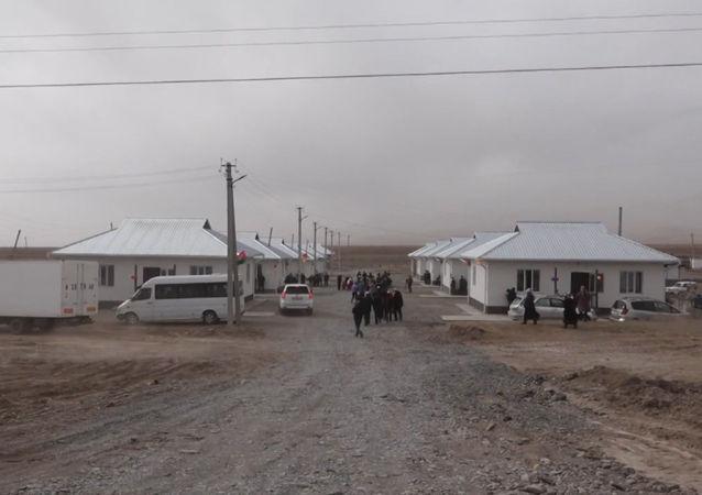 Ош облусунун Алай районунда Памирден келген кыргыздар үчүн курулган турак жайлар пайдаланууга берилди. Учурда Талды-Суу айылындагы 1,5 гектар жерге 11 үй курулуп бүткөрүлдү.