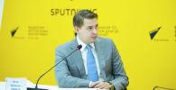 Первый вице-премьер-министр Артем Новиков на онлайн-брифинге в мультимедийном пресс-центре Sputnik Кыргызстан