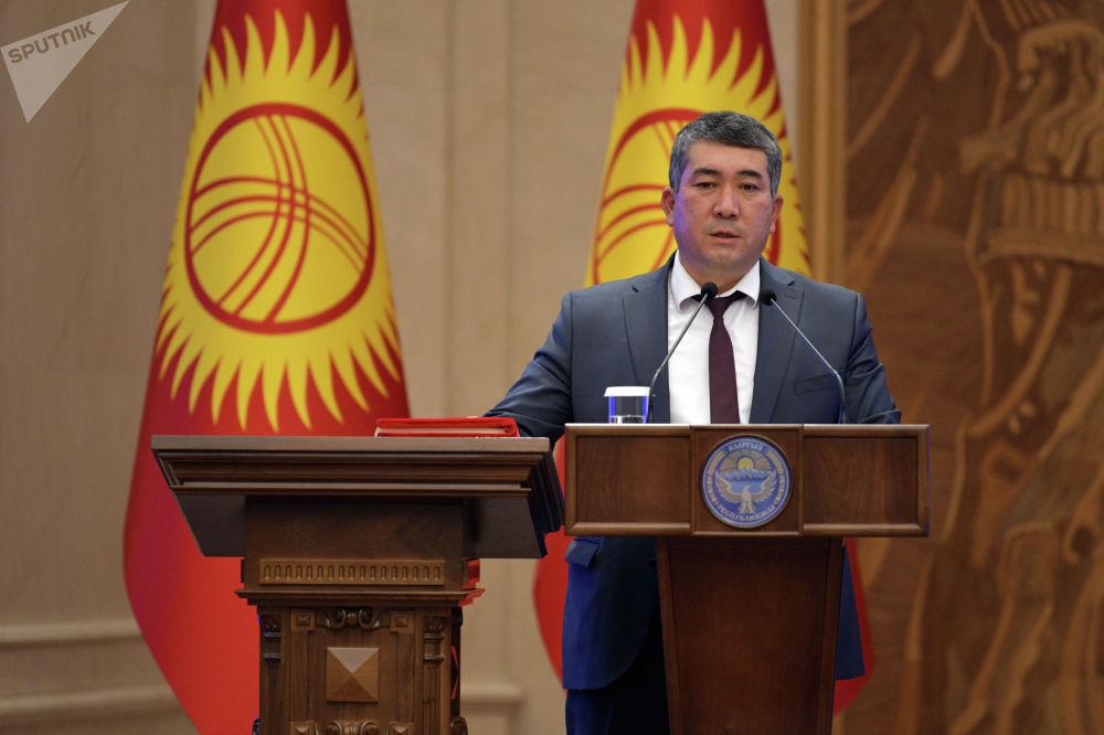 Транспорт жана жолдор министри Бакыт Бердалиевдин ант берип жаткан учуру