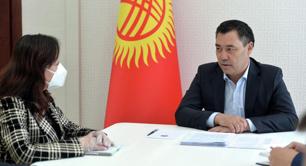 Встреча и.о президента КР Садыра Жапарова с чрезвычайным и полномочным послом Китая в Кыргызстане Ду Дэвэнь