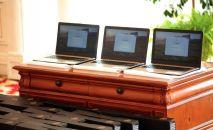 Кытай ишкерлери Жогорку Кеңешке ноутбук алып берди