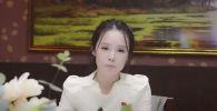 Молодой видеоблогер Джин Хуэй ведущая канал на youtube о жизни в Пхеньяне