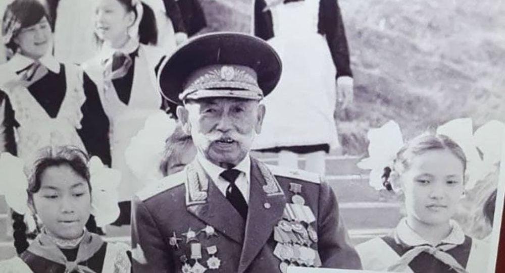 Легендарлуу генерал-майор Эргеш Алиев. Архив