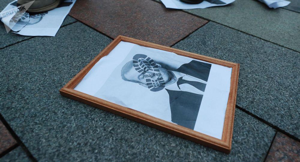 Участники акции протеста против политики президента Франции Эммануэля Макрона. Архивное фото