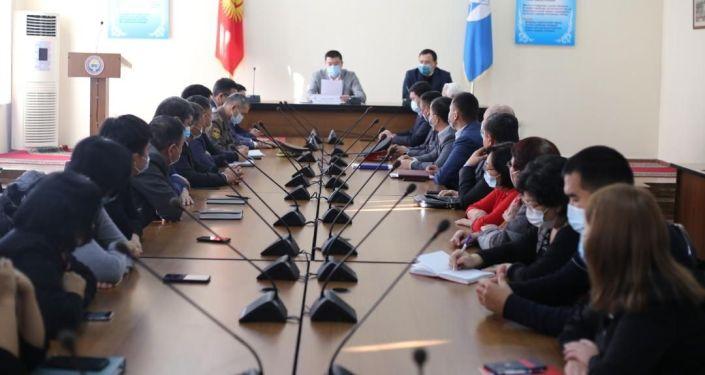 Представление коллективу нового главу Первомайского района Бишкека Максата Нусувалиева.