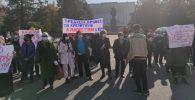 На митинг у дома правительства вышли заемщики требуя ввести кредитную амнистию физ лицам и отставки главы НБКР