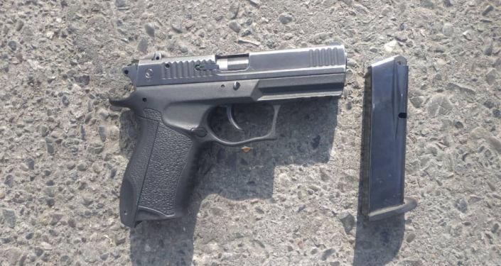 Оружия, обнаруженные во время обыска в домах членов организованной преступной группировки в Ошской области