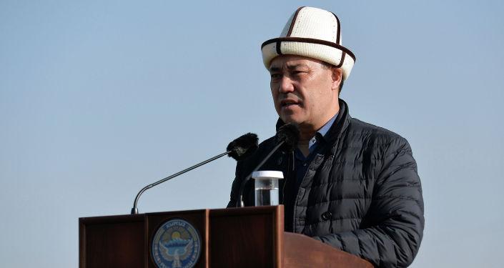 Исполняющий обязанности президента Кыргызстана Садыр Жапаров во время встречи с жителями Ошской области