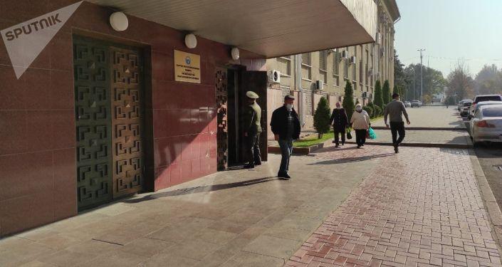 Бүгүн Бишкекте дагы бир митинг өтүүдө. Башка нааразычылык акциясынын катышуучулары тарап кеткенин Sputnik Кыргызстан агенттигинин кабарчысы билдирди