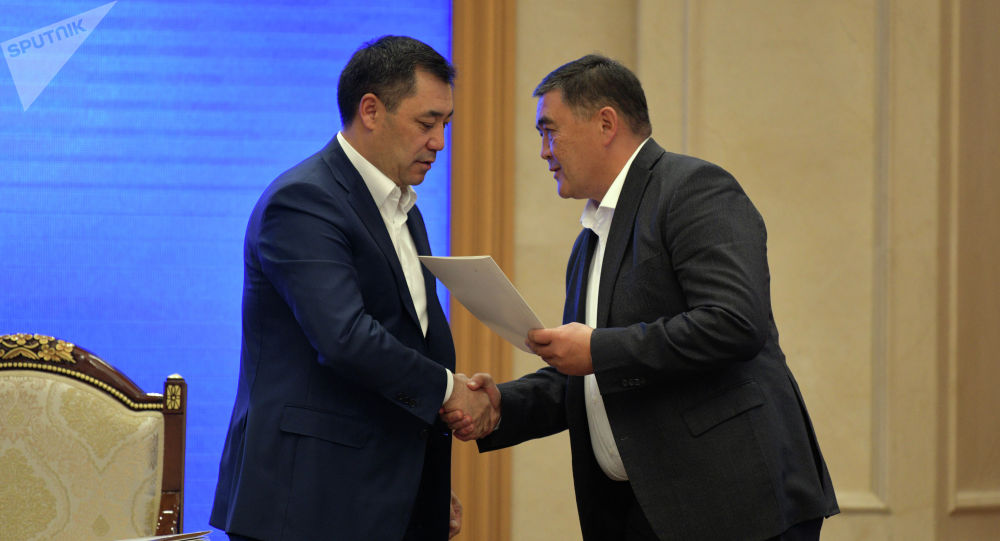 Председатель Государственного комитета национальной безопасности Камчыбек Ташиев и премьер-министр КР Садыр Жапаров. Архивное фото