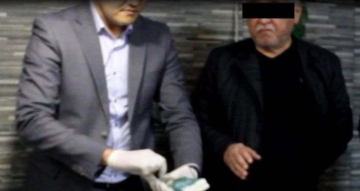 Кыргыз жылуулук энерго мамлекеттик ишканасынын көмүр сатып алуу боюнча тендердик комиссиясынын мүчөсү У.Р. 500 миң сом пара талап кылган деп шектелип кармалды