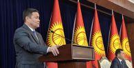 Депутат Талант Мамытов на заседании Жогорку Кенеша в государственной резиденции Ала-Арча