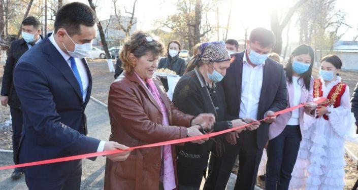 Церемония открытия нового сквера на улице Алтымышева в Бишкеке