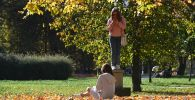 Девочки в парке. Архивное фото