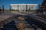Демонтаж ограждения вокруг здания Жогорку Кенеша в Бишкеке