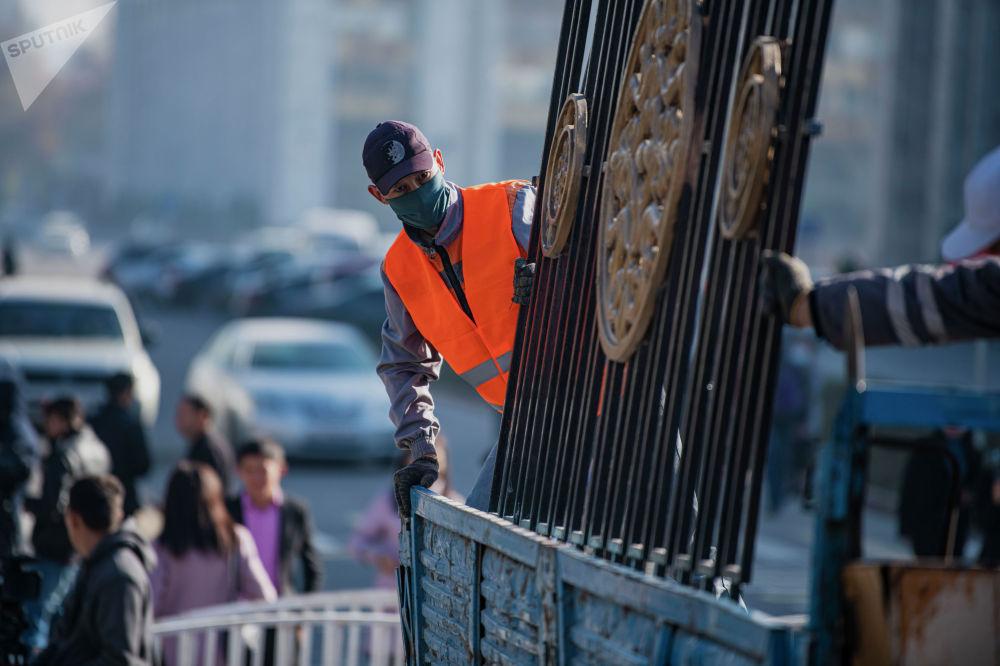 Как заявил Мамытов, власть этот забор не спасал и не спасет