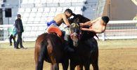 Чолпон-Атада болгон эр эңиш оюнунун катышуучулары