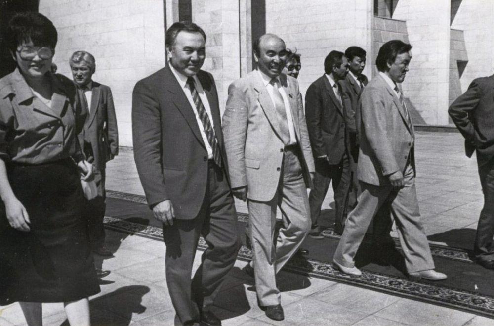 Казакстандын президенти Нурсултан Назарбаев, КРдин өлкө башчысы Аскар Акаев жана премьер-министр Насирдин Исанов
