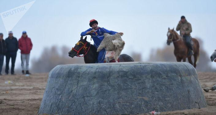 Финал президентского кубка по кок-бору между командами Ынтымак (Талас) и Достук (Ош) на ипподроме в Чолпон-Ате