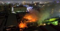 Вид с воздуха на крупный пожар на Орто-Сайском рынке в Бишкеке