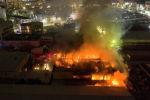 Площадь возгорания пока неизвестна, но судя по кадрам, сделанным с высоты, пожар был масштабным.
