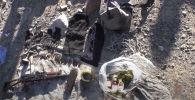 Сотрудники милиции обнаружили схрон оружия и боеприпасов на окраине города Балыкчи в Иссык-Кульской области, сообщила пресс-служба МВД.