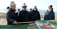 Президенттин милдетин аткаруучу, премьер-министр Садыр Жапаров Жогорку-Нарын ГЭС каскадына барган учурунда