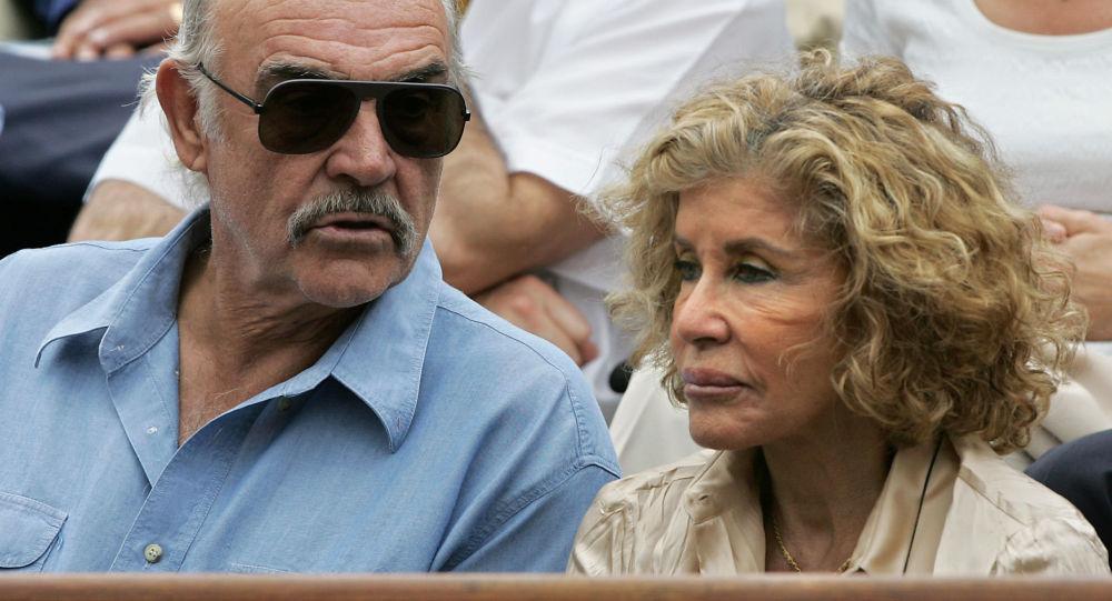 Киноактер Шон Коннери и его жена Мишлин Рокбрюн. Архивное фото