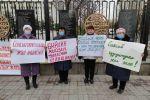 Митинг представительниц Айымдар кылымы у Белого дома в Бишкеке