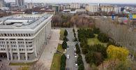 Вид на здание Белого дома с высоты после демонтажа ограждения вокруг территории здания. Архивное фото