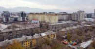 Вид на многоэтажные дома Бишкека. Архивное фото