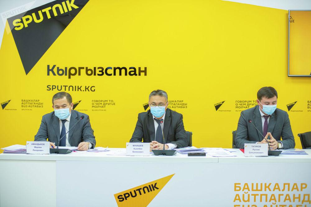 По словам министра Кыялбека Мукашева, 12 ноября делегация КР вылетит в Россию для решения вопроса о кредите в 100 миллионов долларов от Евразийского фонда стабилизации и развития