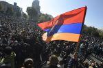 Участники митинга оппозиции на площади Свободы в Ереване