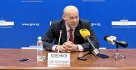 Депутат Госдумы, член комитета по безопасности и противодействию коррупции Олег Колесников во время пресс-конференции в здании правительства