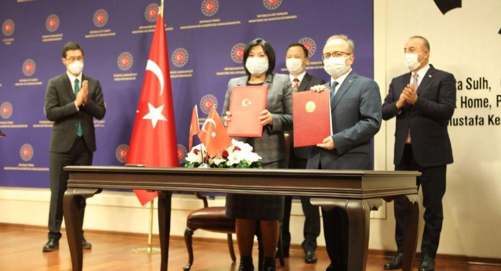 Подписание Соглашения между Министерством образования и науки КР и Турецким фондом Маариф по открытию и частных образовательных учреждений в Кыргызстане