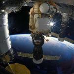 Союз МС космос кемесинин Эл аралык космос станциясына келип кошулган көрүнүшү
