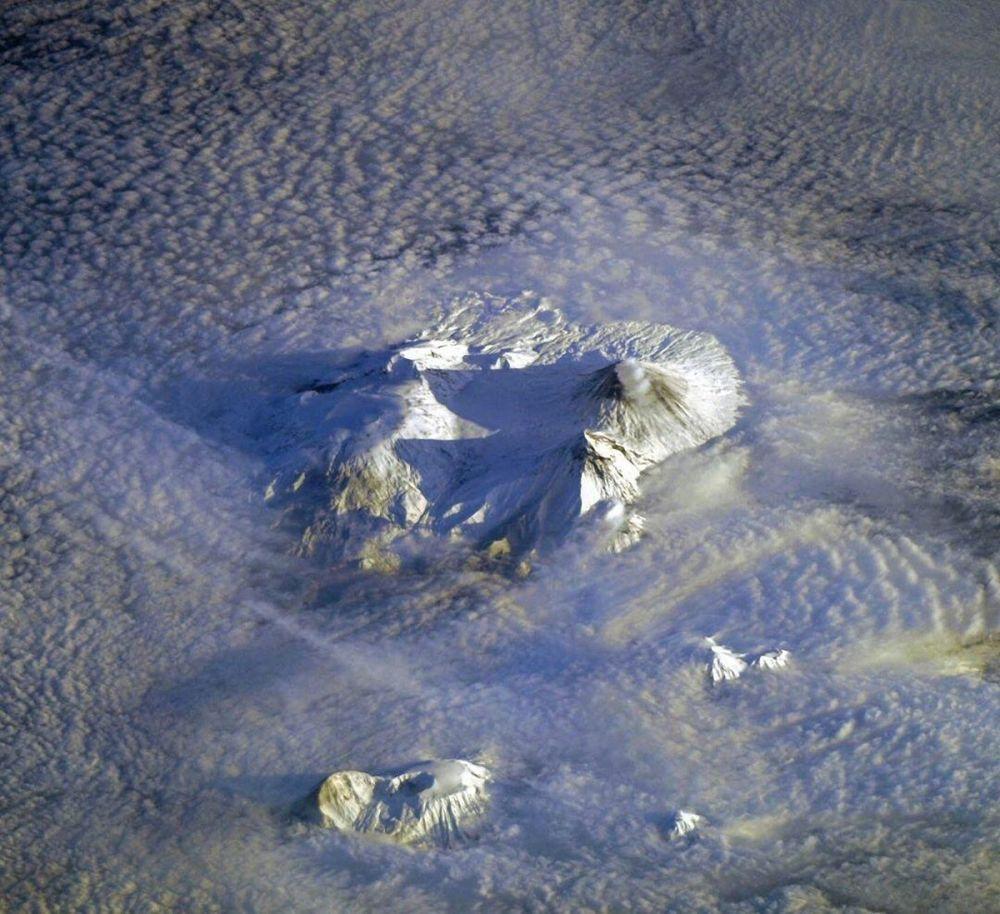 Камчатканын жанар тоолору. Эл аралык космос станциясынан тартылган.