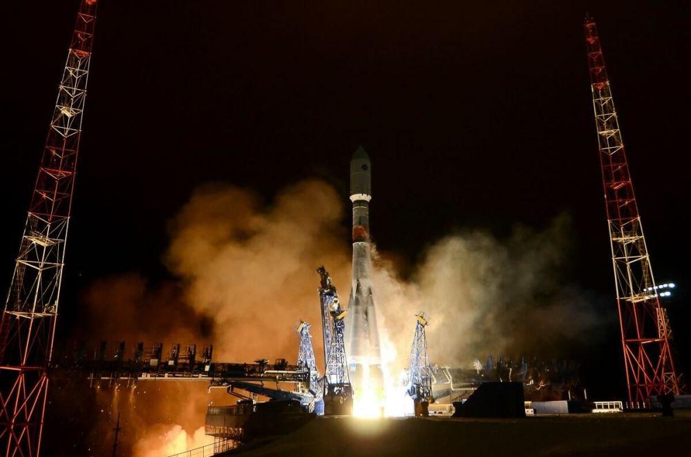 Глонасс-К тутумунун жаңы муундагы космос кемеси менен Союз-2 ракета алып жүрүүчү кемесинин космоско учурулган ирмеми