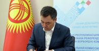Исполняющий обязанности президента КР Садыр Жапаров представил в ЦИК пакет документов для выдвижения своей кандидатуры на должность президента.