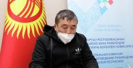 Поэт, представитель Кыргызского общества слепых и глухих Темирлан Ормуков сдал документы в Центральную комиссию по выборам и проведению референдумов для участия в выборах президента.