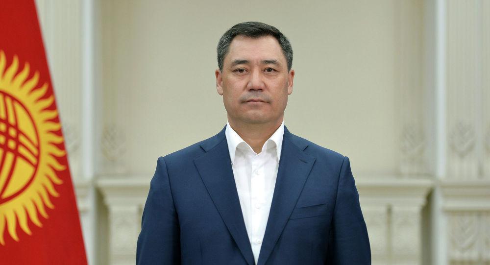 Исполняющий обязанности президента КР, премьер-министр Садыр Жапаров во время обращения к народу перед сложением полномочий. 14 ноября 2020 года