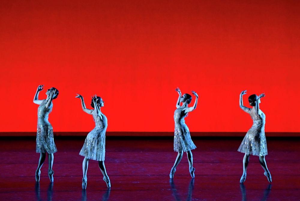 Королдук опера театрынын спектакли. Лондон, Улуу Британия