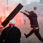 Улутчулдардын марш учурунда полиция менен кагылышуусу. Бул Польшанын көз карандысыздык күнүндө болгон. Быйылкы пандемиядан улам калаа мэри Рафал Тшасковский ар кыл иш-чараларды, анын ичинде марш өткөрүүгө тыюу салган