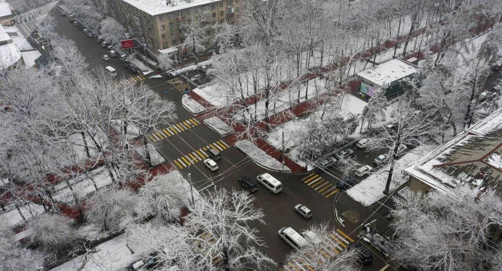 Вид на пересечение улицы Киевской и проспекта Эркиндик в Бишкеке с высоты. Архивное фото