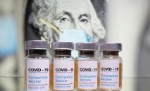 Вакцина против COVID-19. Архивное фото