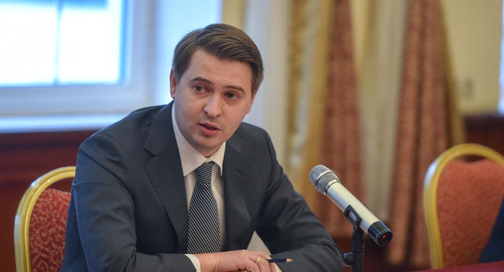 Премьер-министрдин милдетин аткаруучу Артем Новиков. Архивдик сүрөт