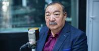 Заведующий отделения торакальной хирургии Национального центра онкологии и гематологии КР Мукаш Бейшембаев в радиостудии  Sputnik Кыргызстан
