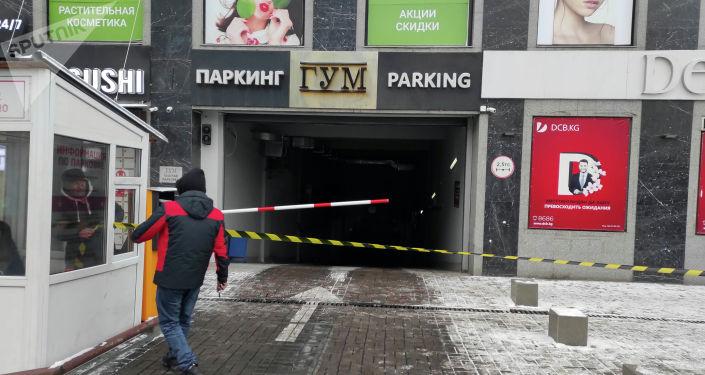 Здание ГУМа оцепила милиция, идет эвакуировали работников и посетителей