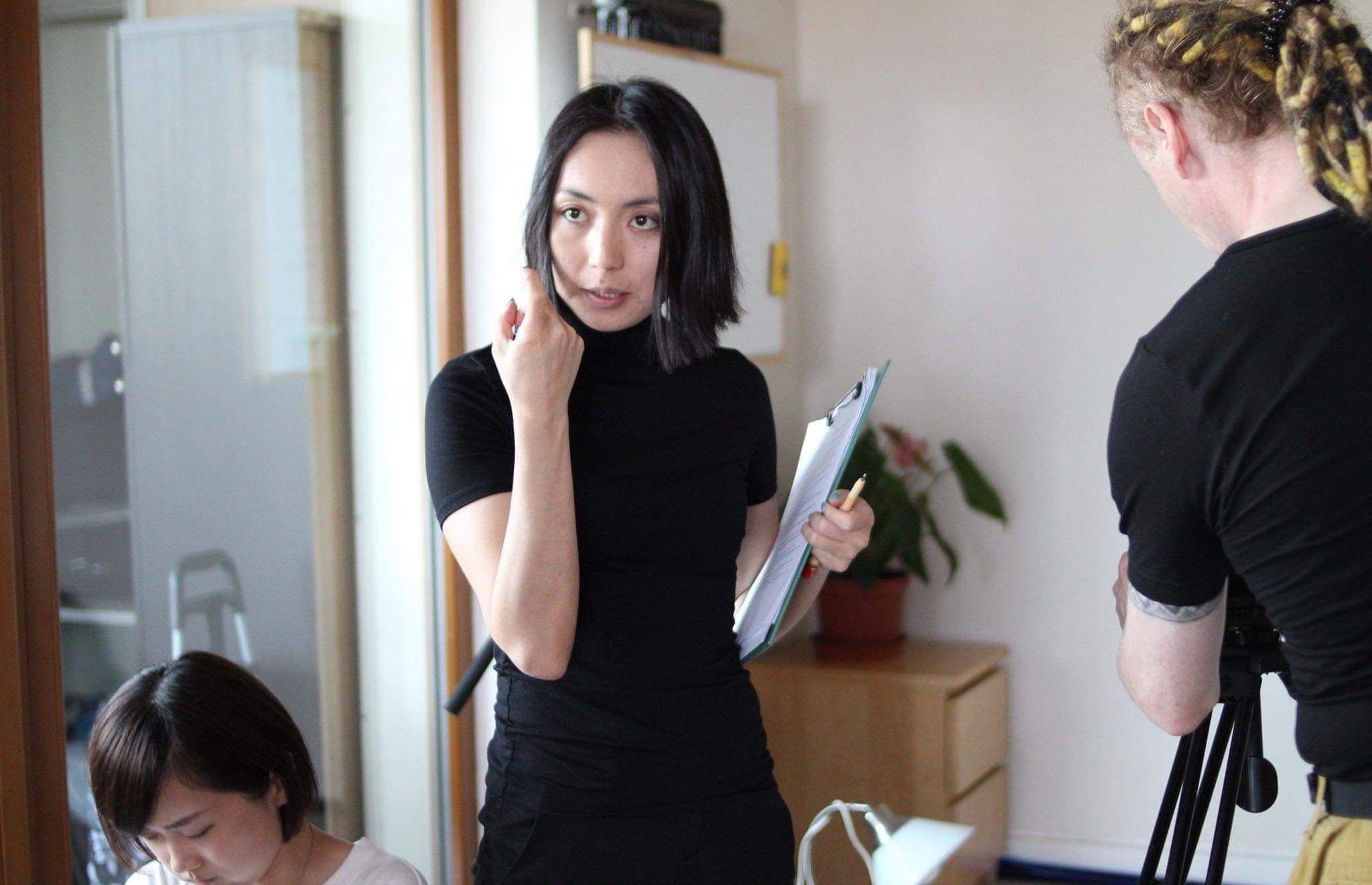 Кыргызстанка Самара Сагынбаева сейчас учится в академии искусств в Праге.